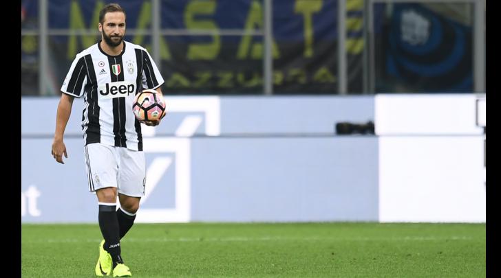 Juventus-Cagliari, sarà 3-5-2: Rugani per Bonucci, in attacco torna Higuain