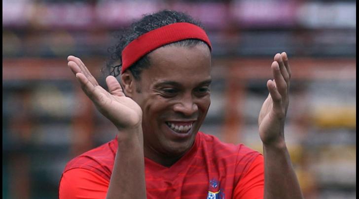 Calcio dalla Francia: «Ronaldinho al Psg, feste ogni sera e mai un allenamento»