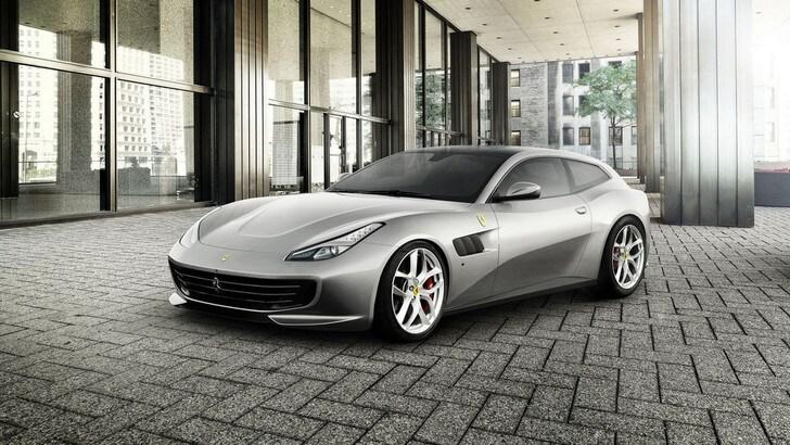 """Ferrari GTC4Lusso T, la prima con la """"doppia scelta"""" per il motore"""