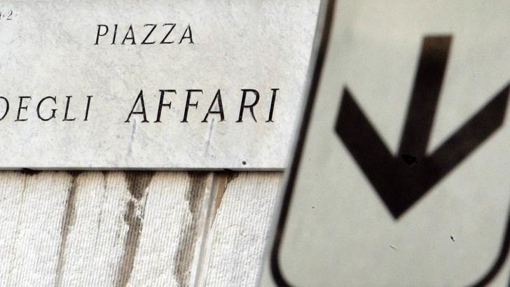 Borsa: Milano allunga perdite -2%