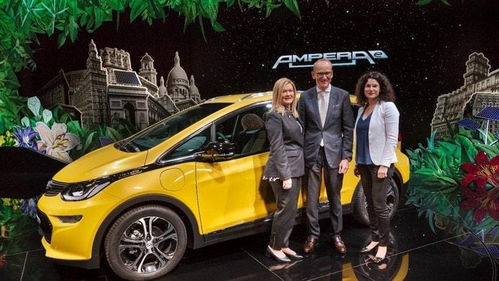 Opel Ampera-e, debutta a Parigi con 500 km di autonomia