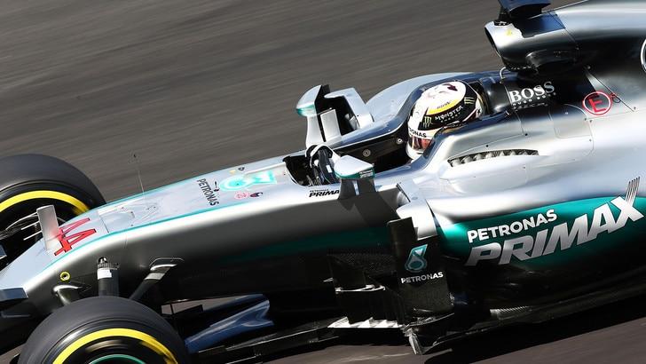 F1 Malesia: Hamilton vola nelle terze libere, Vettel 5°