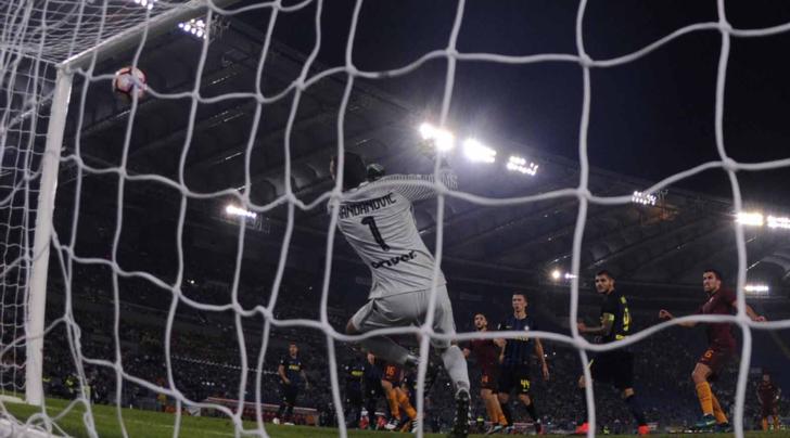 Roma-Inter 2-1: la Lega toglie il gol a Manolas e dà l'autorete a Icardi