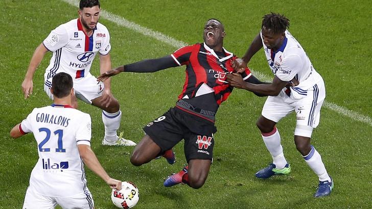 Nizza, 2-0 al Lione. Balotelli sbaglia un rigore