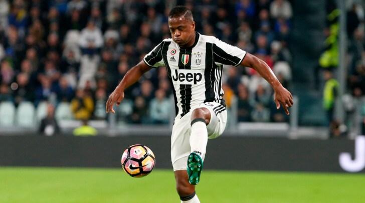 Juventus, con il Lione Evra centrale e Lemina regista