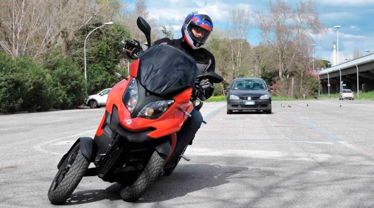 Quadro4, la prova dello scooter a quattro ruote