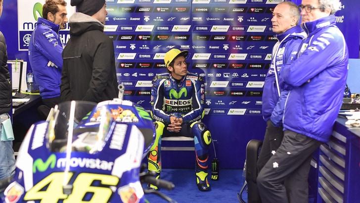 MotoGp, Rossi indietro: «Condizioni assurde, giornata difficile»
