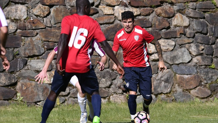 Serie A Cagliari al lavoro. Rastelli riabbraccia Farias