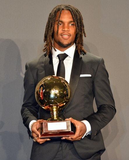<p>Il 19enne centrocampista del Bayern Monaco, vincitore dell&#39;edizione 2016 del Golden Boy, premiato a Montecarlo</p>
