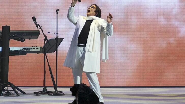 Alt! Renato Zero torna live a Torino e si fa in due