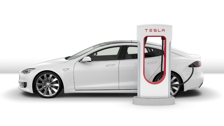 Tesla, la guida autonoma è sempre più vicina