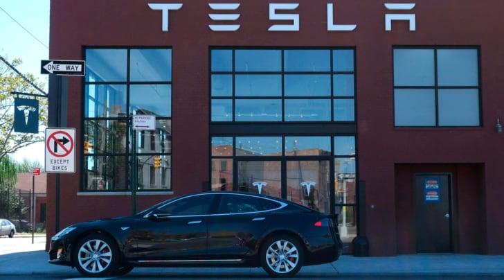 Tesla, la Gigafactory ha iniziato a produrre batterie