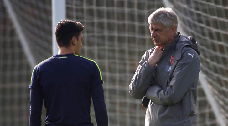 Ozil:«Mio futuro all'Arsenal dipende dalla permanenza di Wenger»