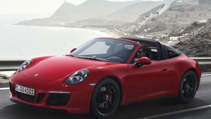 """Porsche 911 GTS, ormai è quasi una """"Turbo"""""""
