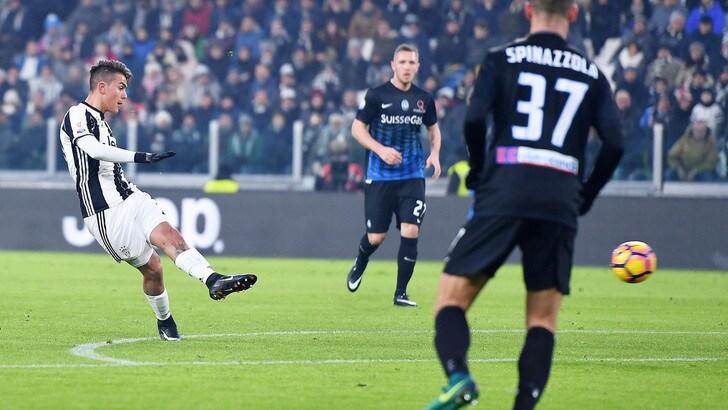 Juventus, Dybala-Mandzukic che spettacolo. Allegri si arrabbia per il calo finale: 3-2 passa ai quarti