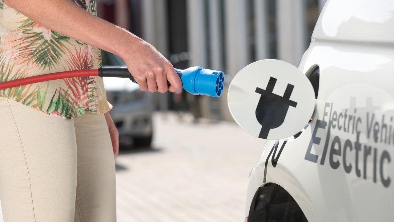 Auto elettrica, due americani su tre valutano l'acquisto