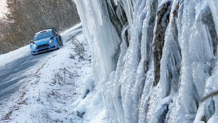 Guidare sul ghiaccio, i consigli del campione