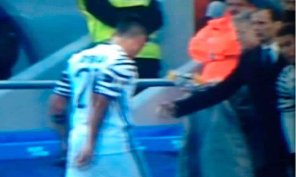 Sassuolo-Juventus, Dybala si rifiuta di dare il cinque ad Allegri