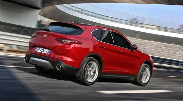 Alfa Romeo Stelvio: il SUV delle nevi - FOTO