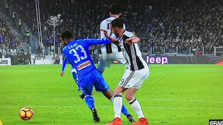 Juventus-Napoli, la moviola: su Dybala rigore pure al 13'
