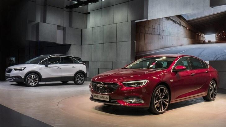 Opel Crossland X e Insignia, doppietta al Salone di Ginevra