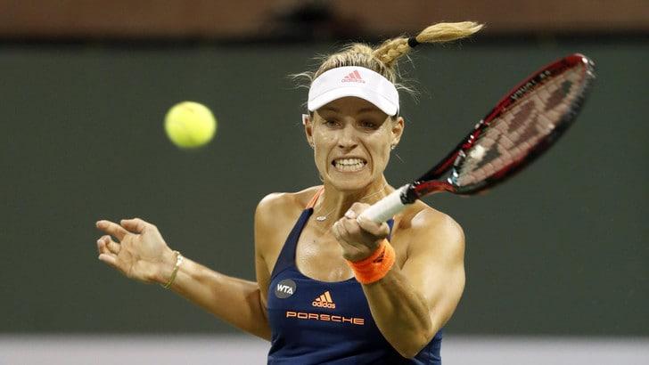Tennis, Federer raggiunge il sesto posto, Kerber torna prima