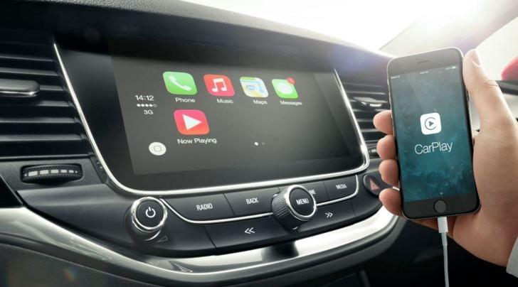 Opel, il tutorial facile per collegare telefono e auto
