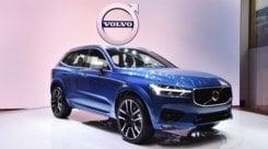 Volvo XC60, anche ibrida e più sicura