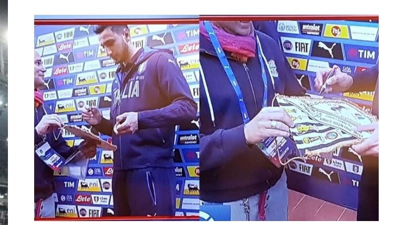 Prove di pace: Donnarumma firma un gagliardetto della Juventus