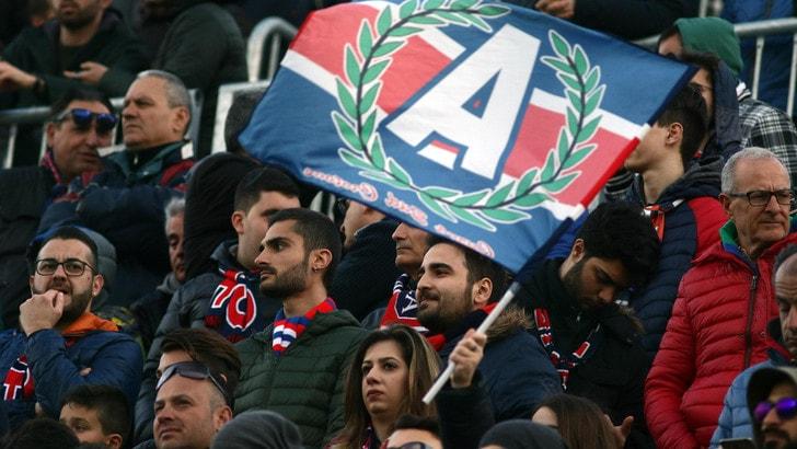 Crotone, class action dei tifosi: «La tribuna non è coperta»