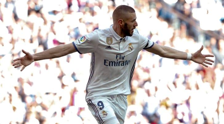Liga: il Real Madrid piega l'Alaves, ma il Barcellona non molla
