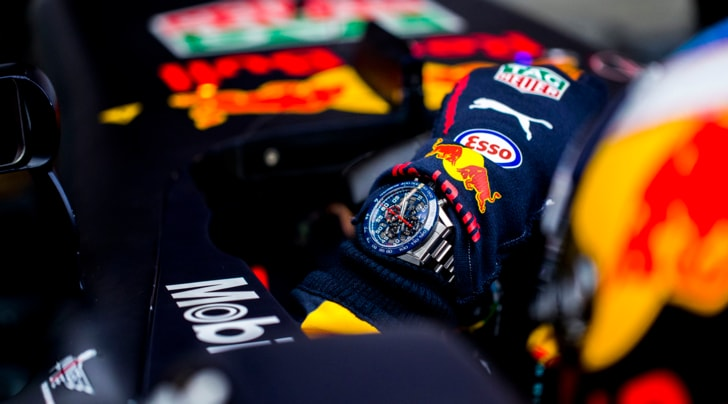 TAG Heuer Carrera CH01 Red Bull al polso del team Red Bull Racing