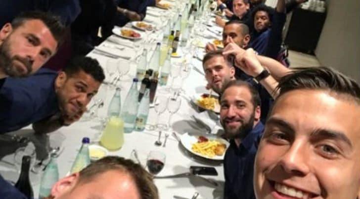 Juventus in semifinale, selfie Champions di Dybala: «Vamos!»