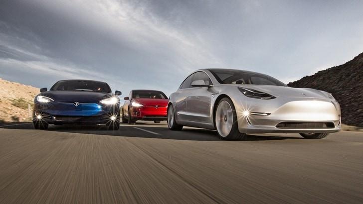 Tesla, il fatturato raddoppia ma crescono le perdite