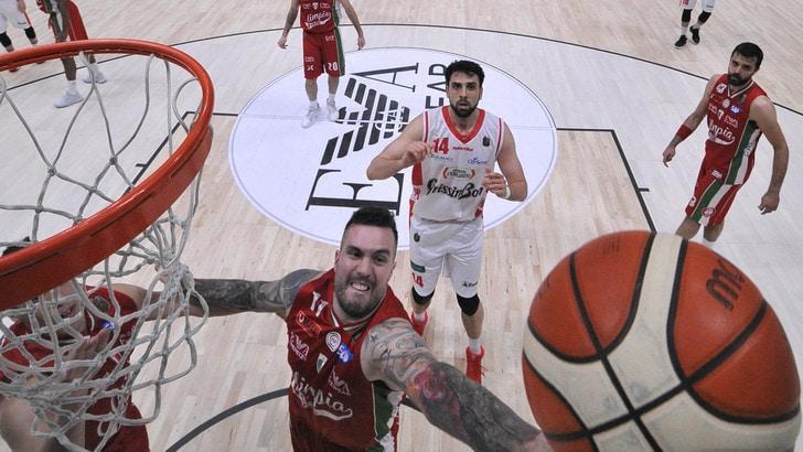 Basket, Serie A: EA7 vola per i playoff