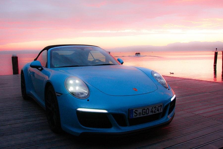 Porsche 911 GTS, la prova da Milano a Stoccarda