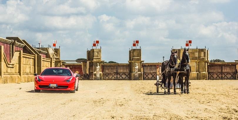 Ferrari contro la biga di Ben Hur: che sfida a Cinecittà World!