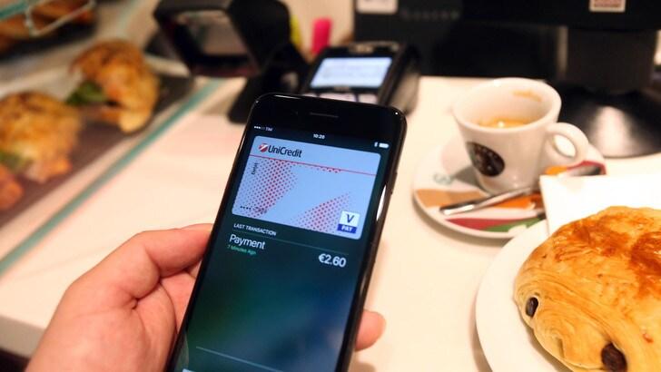 Apple Pay, arriva la rivoluzione anche in Italia: l'iPhone diventa un portafoglio