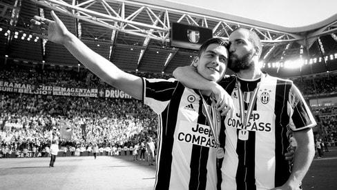 Scudetto Juventus, in versione bianco e... nero