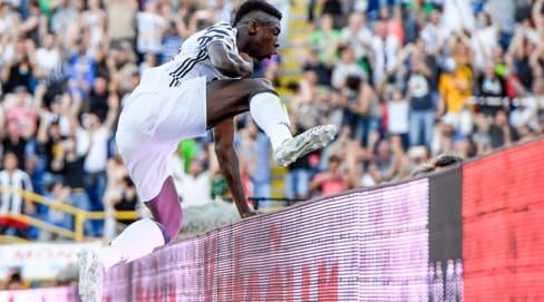 Kean, la gioia dopo il gol a Bologna