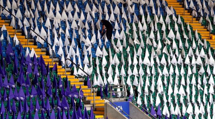 Juventus real madrid le coreografie del millennium - Bandiere bianche a colori ...
