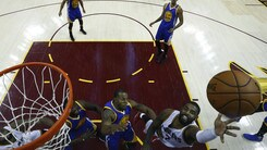 Irving stende Golden State, Cavaliers ancora vivi