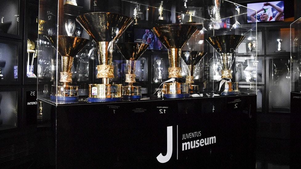 Juventus tifosi in fila al museo per scudetti e coppe for Tutti gli stemmi della juventus