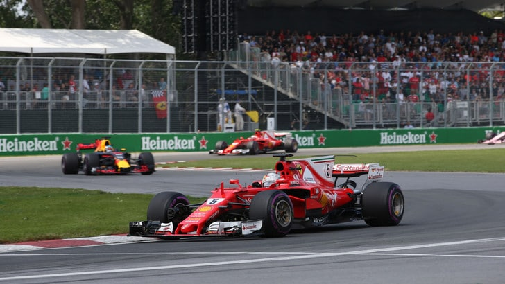 Formula 1, gara pazzesca a Baku: Ricciardo vince. Vettel davanti a Hamilton