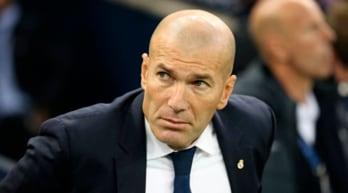 Zidane in vacanza a Taormina, i tifosi della Juventus gli rendono omaggio