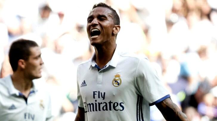 Real Madrid, i tifosi scaricano Danilo: «Diamolo alla Juve per 15 milioni»