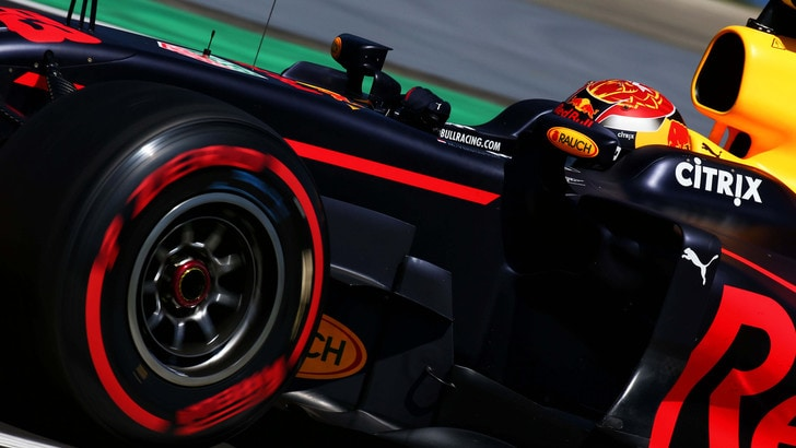 F1, Ricciardo fa il dito medio a Verstappen dopo l'incidente in Ungheria
