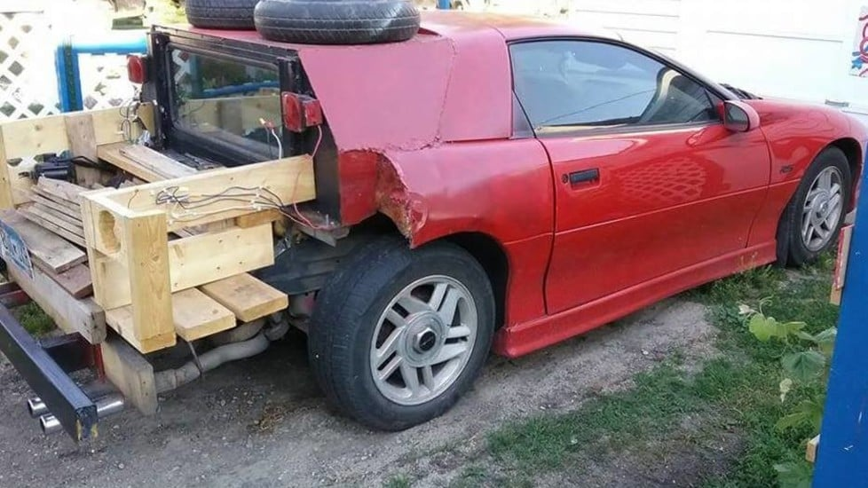 <p>La pagina Facebook &quot;How Not to Design a Car&quot; raccoglie le immagini delle modifiche pi&ugrave; assurde e improbabili applicate a normali auto di serie. Dalla Fiat 500 trasformata in Porsche 911 alla Skoda che imita una monoposto Ferrari.</p>