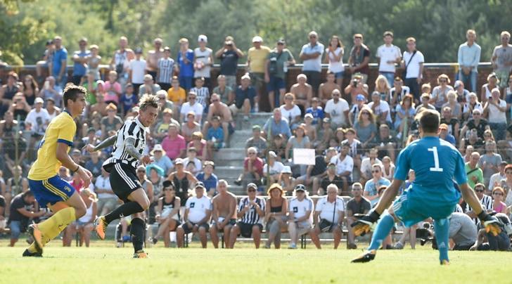 Juventus A-Juventus B 0-0 nessun gol ma un bagno di follaa Villar Perosa