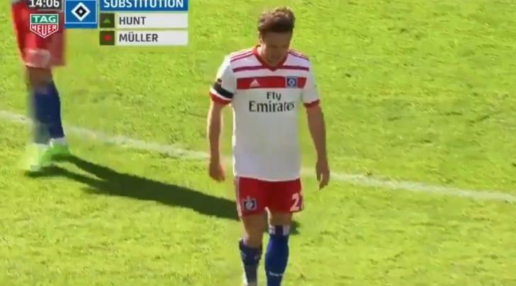 Mueller si rompe il legamento per festeggiare gol